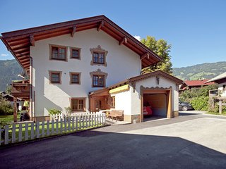 Cozy Holiday Home  in Uderns near Skiing Area