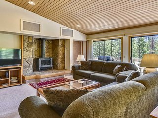 Pet Friendly Home in Heart of Sunriver w/ SHARC Access, Hot Tub & WiFi