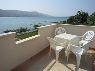 Large apartment with balcony and sea view,50m distant from the beach,BBQ for use