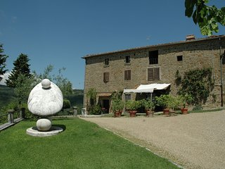 Spacious Mansion in Civitella with Swimming Pool