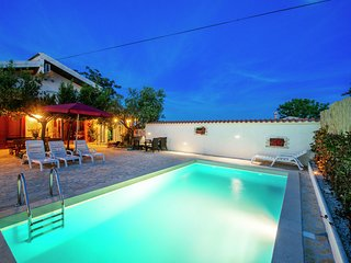 Cozy Holiday Home in Zadar with Swimming Pool