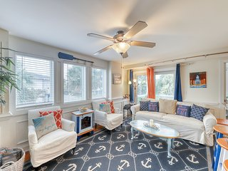Colorful, beach-themed condo w/ a shared pool, only one block from the beach!