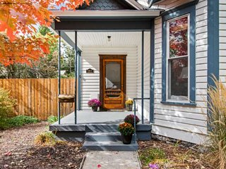 Pet Friendly Historic Home in Boise's North End, Walk to Hyde Park, foothills, s