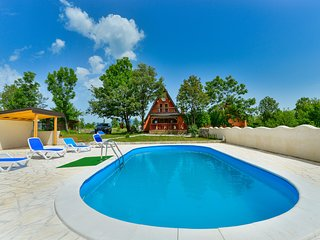 Enchanting Holiday Home in Kijani with Swimming Pool