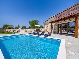 Beautiful villa with high privacy,  swimming pool, charming taverne with BBQ
