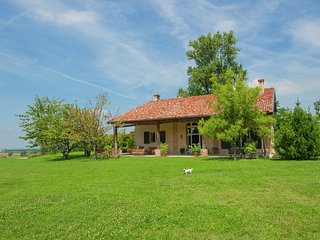 Gorgeous Holiday Home in Carpaneto Piacentino with Pool