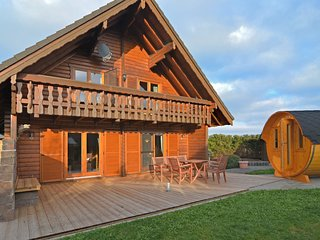 Exclusive holiday home in the Sauerland with 'sleeping barrel', balcony, garden