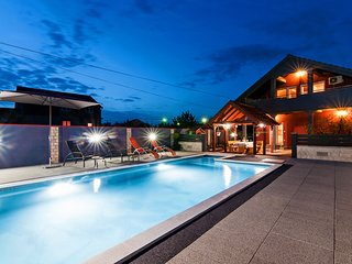 Luxurious Holiday Home in Šopot with Pool