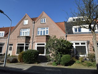 Wonderful Holiday home in Haarlem with Library