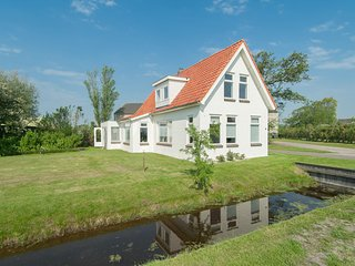 Quaint Holiday Home in Breezand near the Sea
