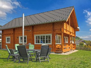 Exclusive wooden house in the Sauerland near Winterberg with wood stove, balcony