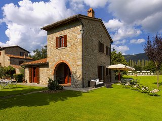 Provincial Apartment in Cortona Tuscany with Swimming Pool