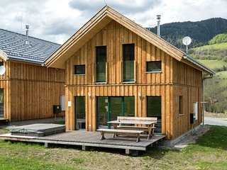 Luxurious Chalet in Sankt Georgen ob Murau with Hot Tub