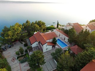 Fantastic holiday home with amazing garden, private pool, directly on the beach!