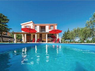 Lovely holiday home with private swimming pool, beautiful garden, roofed terrace
