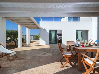 New villa at 300m from the sea with very big garden and a barbecue