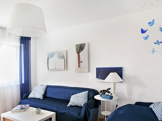 Delightfully decorated apartment with a sea view, 5 minutes to the beach