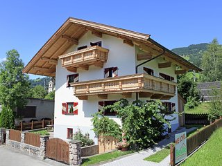 Luxurious Chalet near Ski Lift in Hopfgarten