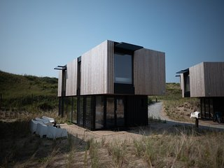 Spacious, modern lodge near Zandvoort, 100 m. from the sea