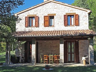 Villa with private swimming pool in natural park Gola del Furlo
