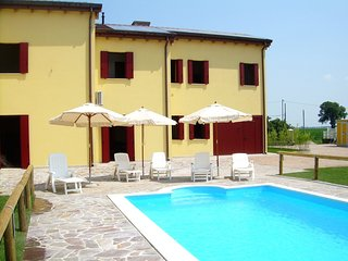 Cozy Holiday Home in Ariano nel Polesine with Swimming Pool