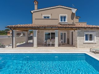 Spacious Villa in Pula with Pool