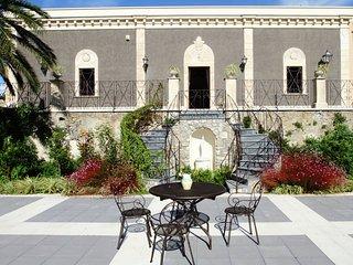 Elegant, historical villa with swimming pool in rural region near Etna