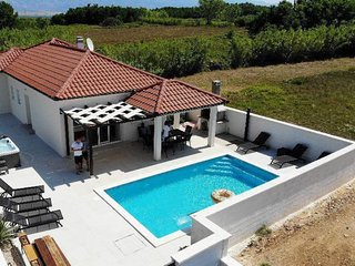 Cozy Villa In Privlaka With Private Swimming Pool