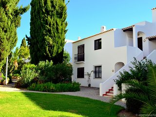 An apartment with sea view within walking distance of the beach, swimming pool a