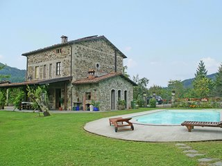 Holiday villa with private pool, Jacuzzi, large garden in the Tuscan hills