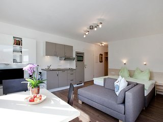 Cozy Apartment with Terrace in Kaprun Slazburg