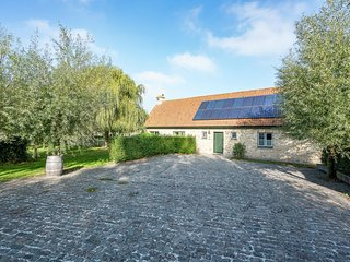 Rural villa, 4 kilometres from the beach