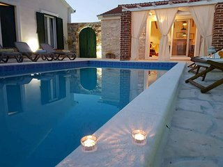 Charming villa with private pool and nice covered terrace, 3 rooms and bathrooms
