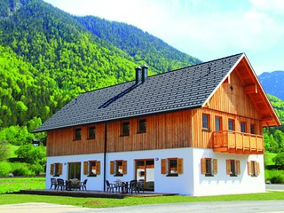 Luxurious Chalet in Obertraun with swimming pool