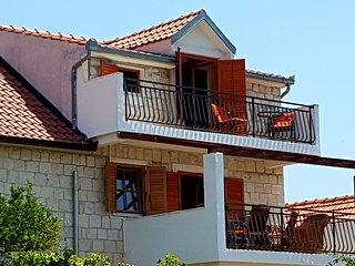Cozy Apartment Okrug Donji Dalmatia in Croatia with Beach nearby