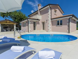 Luxuriously equipped villa with private pool offers you an excellent vacation