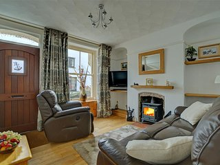 Nice holiday home in the beautiful, hilly Looe, near the sandy beach
