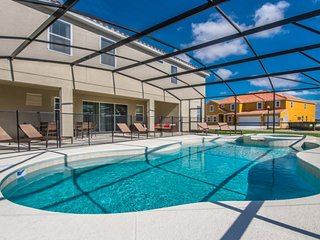 Budget Getaway - Solterra Resort - Welcome To Contemporary 11 Beds 9.5 Baths