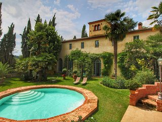 Villa with private pool, tennis court and shared swimming pool in the Tuscan hil