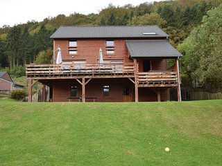 Cosy Holiday Home in Rendeux with Jacuzzi
