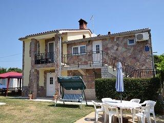 Cozy Holiday apartment Zana in Banjole, Croatia