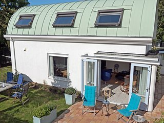 Beach, sea and dunes - within walking distance of this modern house in Noordwijk