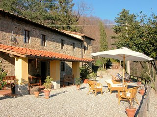 Sumptuous Cottage in Pescia with Jacuzzi
