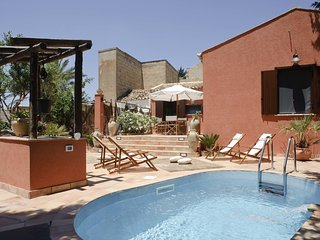 Typical Sicilian villa with beautiful garden, pool and outdoor shower
