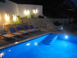 Modern & Comfortable complex of three houses with heated pool and amazing views