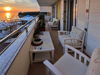 Stylish & elegant apartment with great sea view terrace, 30m from the beach