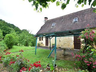 Nice holiday home in a wonderful rural area near Salignac-Eyvigues (3 km)