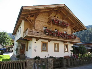 Spacious Apartment near Ski Bus Stop in Zell am Ziller