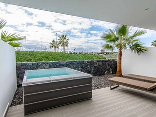 Outdoor Hot Tub + Free Breakfast! Luxe Suite with High-Tech Kitchen