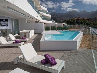 PRIVATE Pool + Hot Tub! Luxury Island Retreat with FREE Breakfast + Wi-Fi